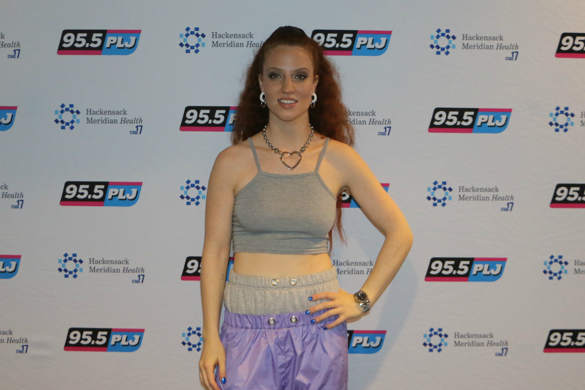 Jess Glynne LIVE from HMH Stage 17! [Exclusive Video]