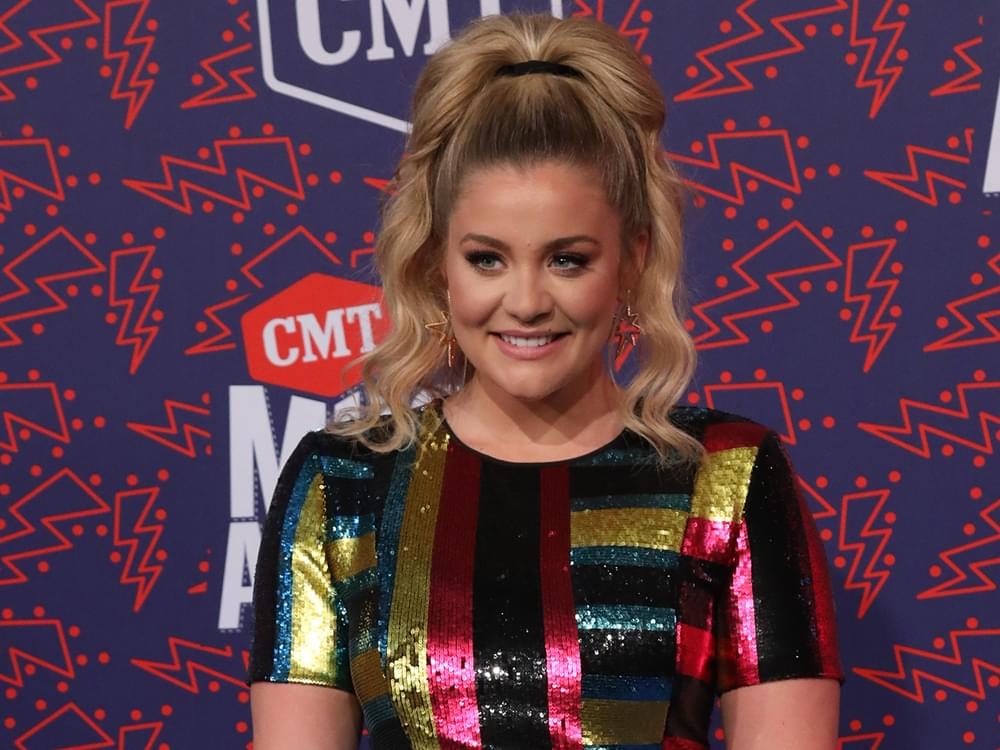 "Lauren Alaina Reschedules ""That Girl Was Me Tour"" for 2020"