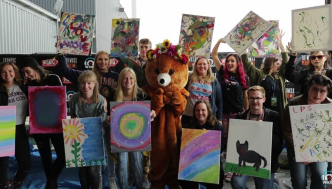 WATCH: PIQNIQ Painting Party with WARPAINT