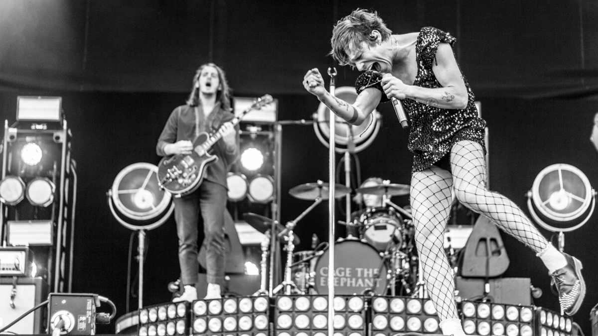 Cage the Elephant guitarist suffers serious leg injury