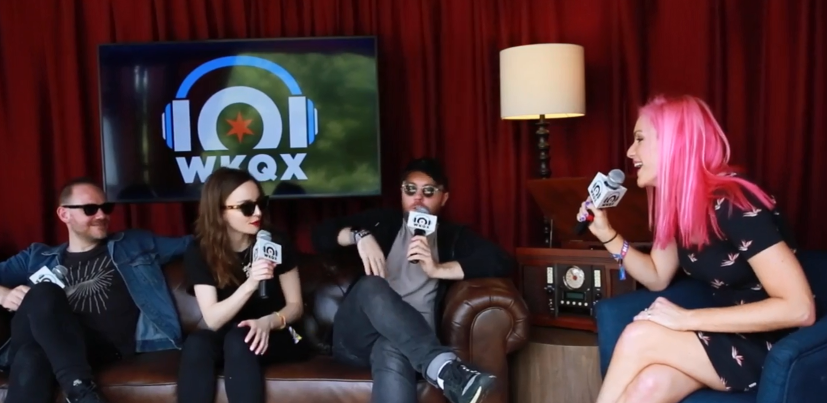 Lollapalooza: CHVRCHES talks social media, hair coloring and music (backstage interview with Lauren)