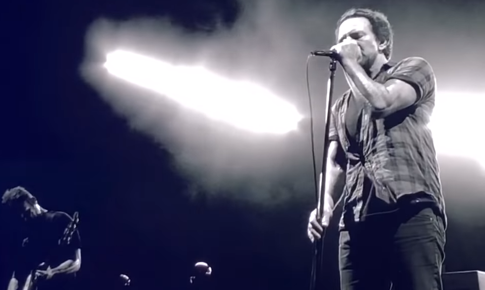Pearl Jam covers Chris Cornell in Seattle