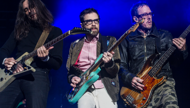 Weezer just dropped a new song!