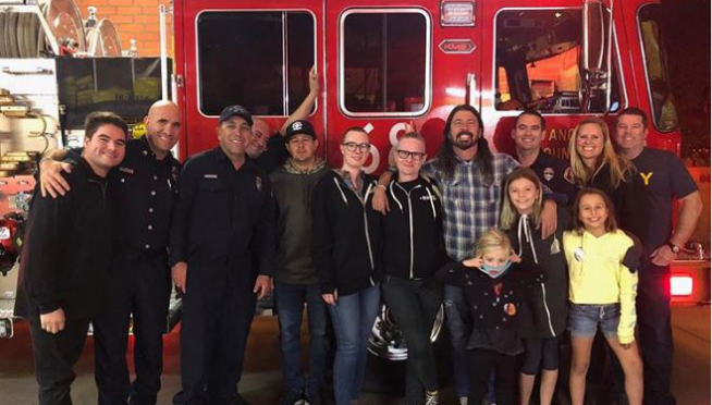 DAVE GROHL Cooks Barbecue For Southern California Firefighters