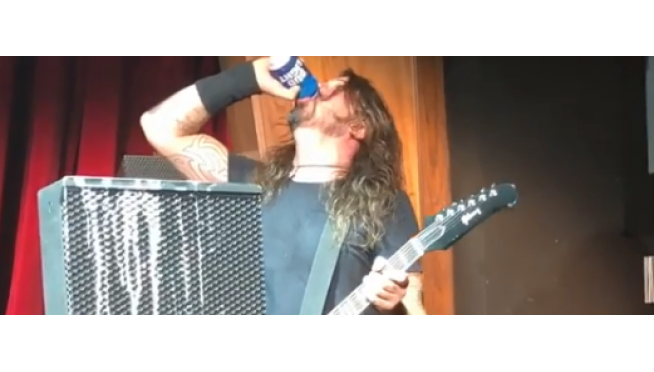 Dave Grohl kicks off 2019 by falling off stage … AGAIN!