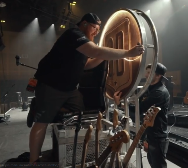 Dave Grohl's throne is getting used once again