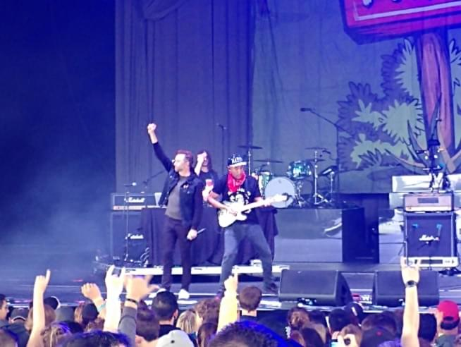 Watch crowd-raging Tom Morello w/ Tim McIlrath of Rise Against at PIQNIQ