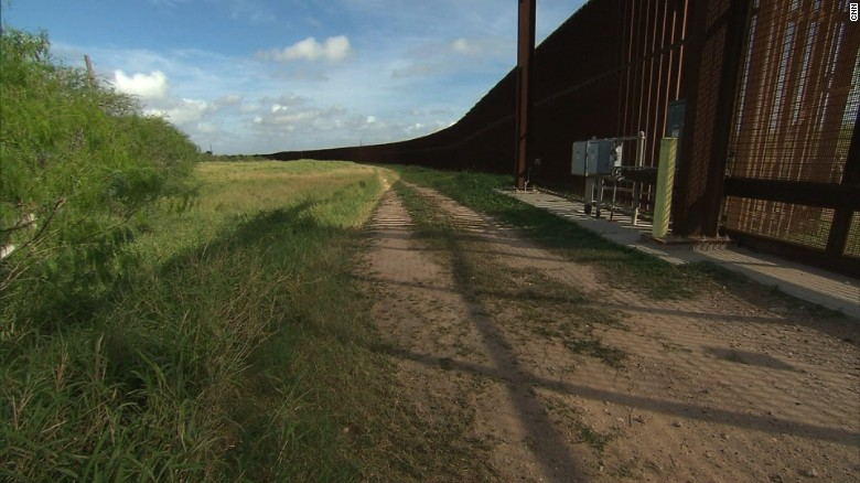 Many big construction firms not bidding on Trump's proposed wall, however Hispanic contractor wants to build Mexico wall