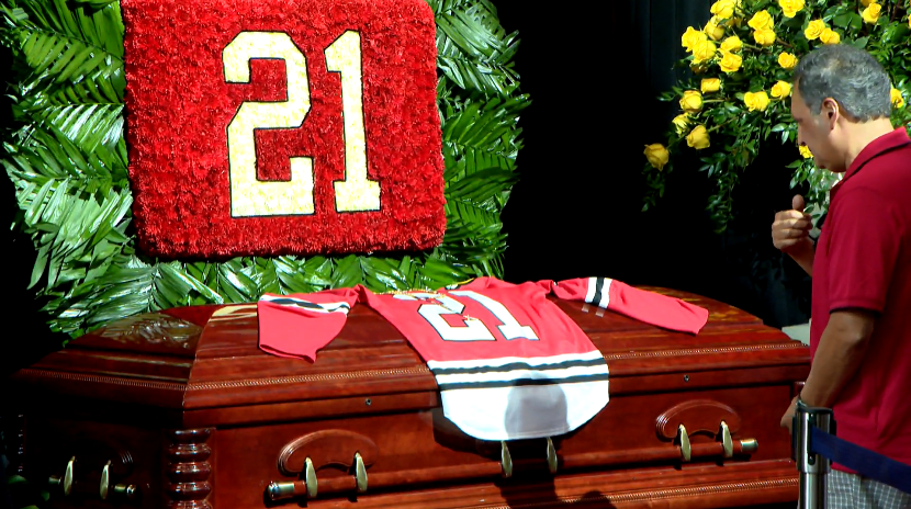 Fans pay their respects to Blackhawks great Stan Mikita