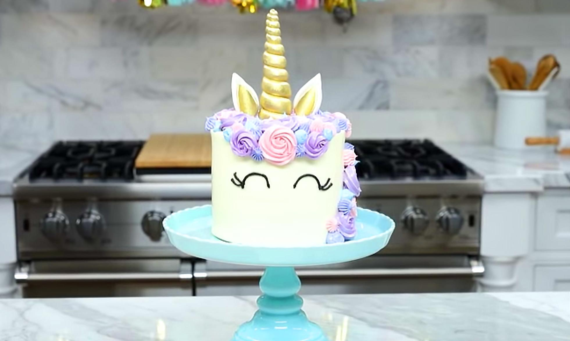 Google reports that 'Unicorn Cake' was the most searched food last year