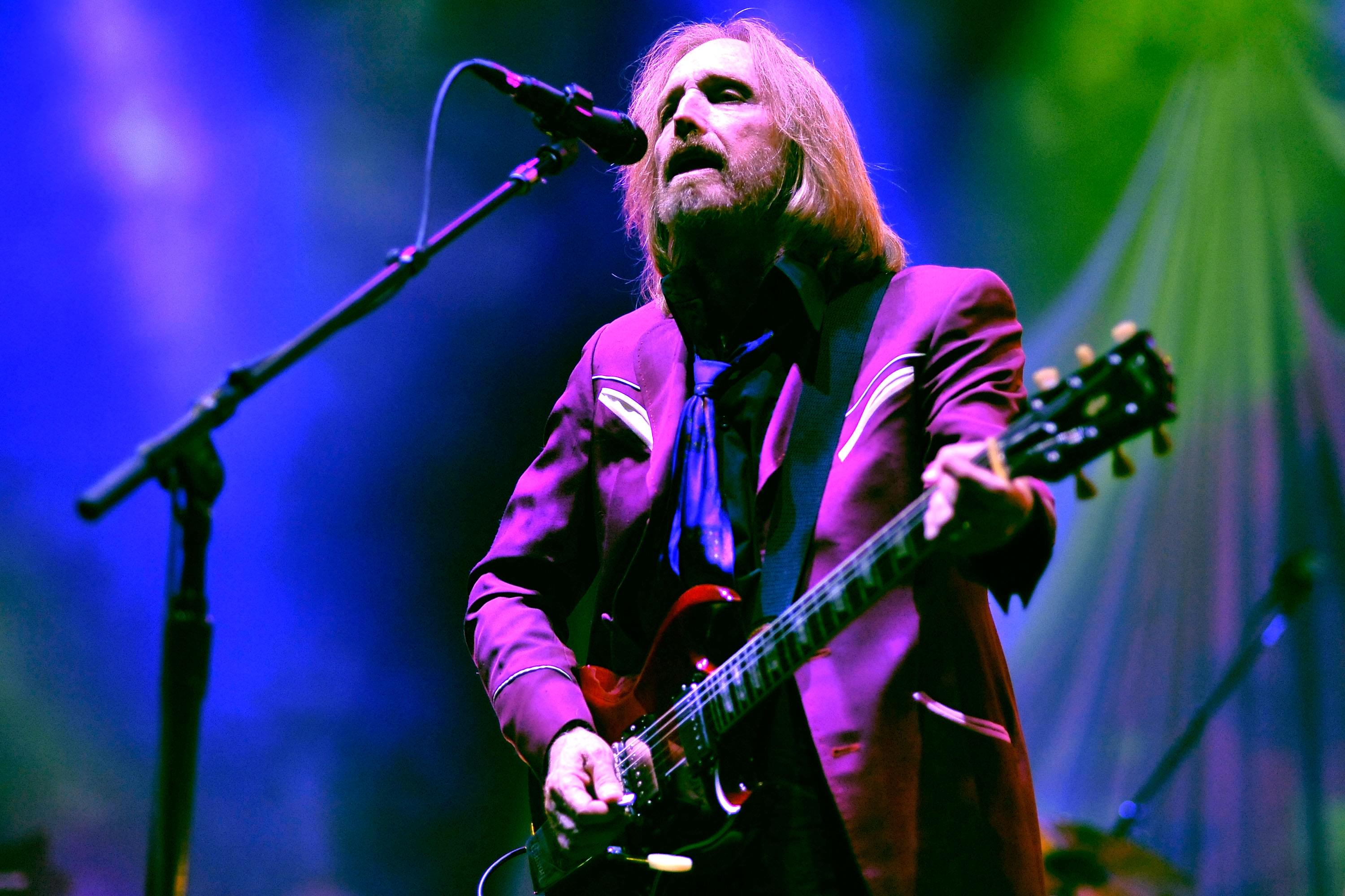 Tom Petty 'Super Fan' looking to buy childhood home in FLORIDA