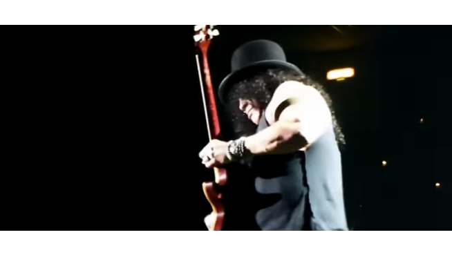 Video from last night's Guns N' Roses Japan kickoff