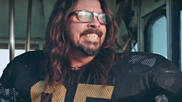 Watch Foo Fighters perform on Super Saturday Night with Special Guests