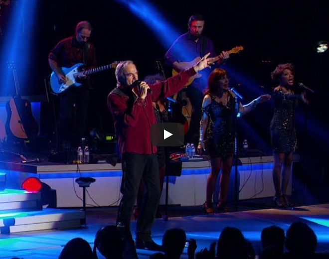 "Neil Diamond Performs ""America"""