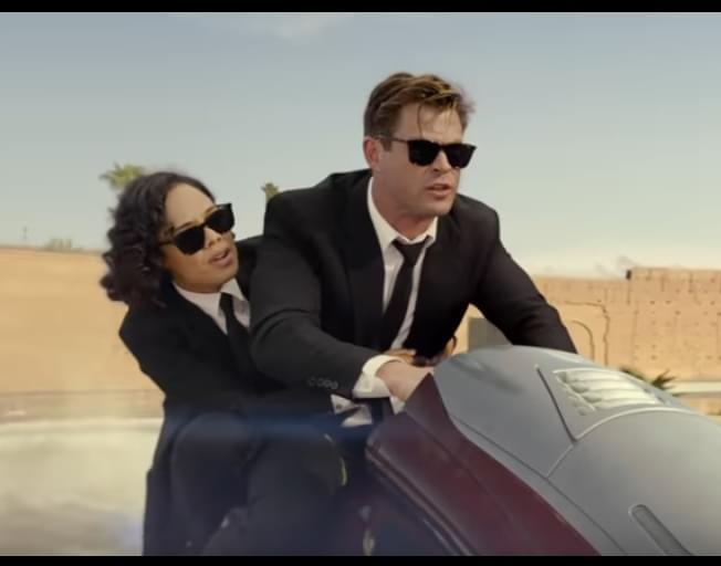 Chris Hemsworth Goes From THOR To MEN IN BLACK Today [VIDEO]