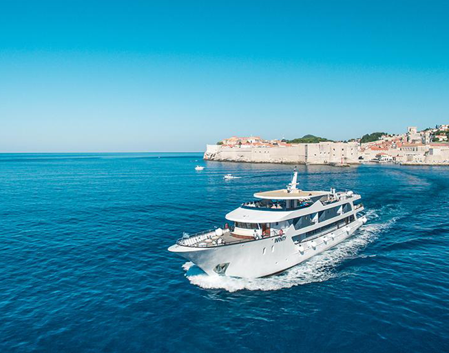Get Paid To Eat And Drink On A Super Yacht