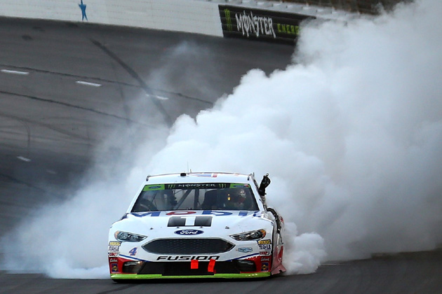 Kevin Harvick Wins and Martin Truex Jr. Clinches in NASCAR Race at Texas Motor Speedway [VIDEO, PHOTOS]