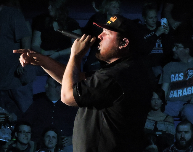 "Luke Combs Shares New Song ""One Too Many"" Live [VIDEO]"