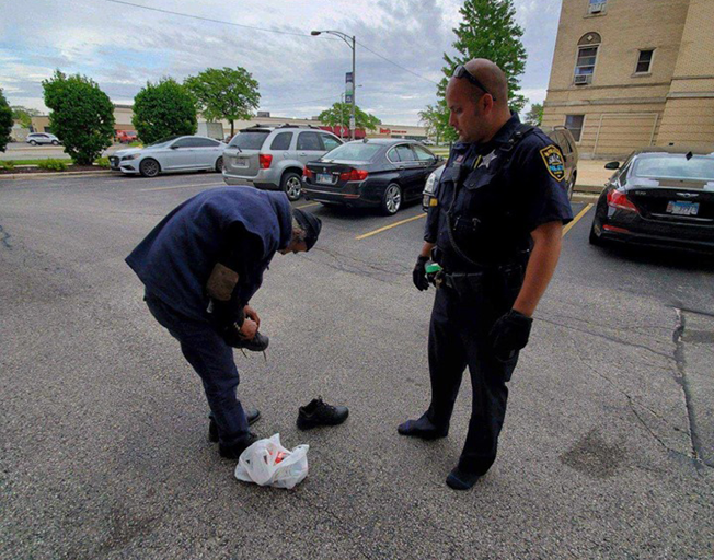 Illinois Police Officer Gives Homeless Man Shoes Off His Feet