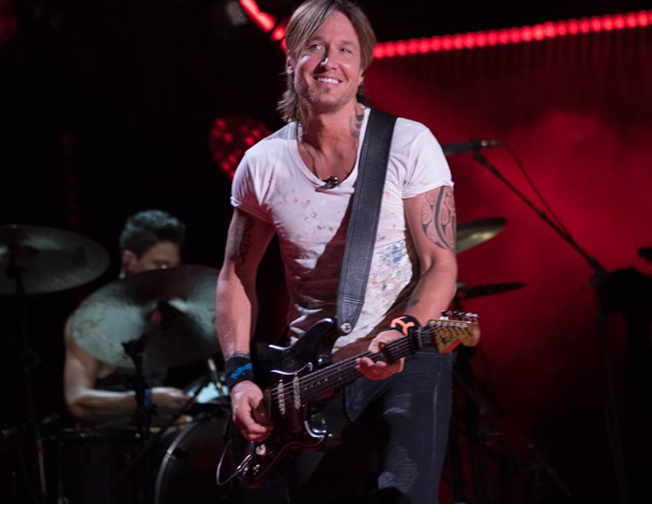 """Watch New Video for Summer Driving Song """"Drop Top"""" by Keith Urban"""
