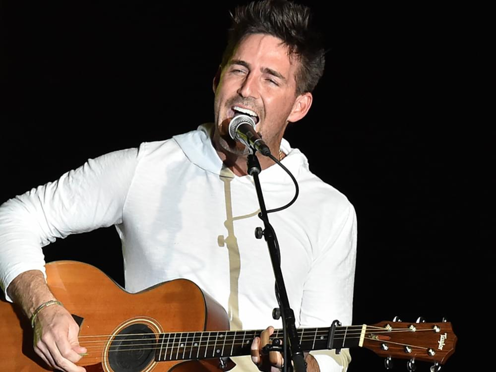 """Watch Jake Owen's Acoustic Performance of New Song, """"In It,"""" for Vevo Live Series"""