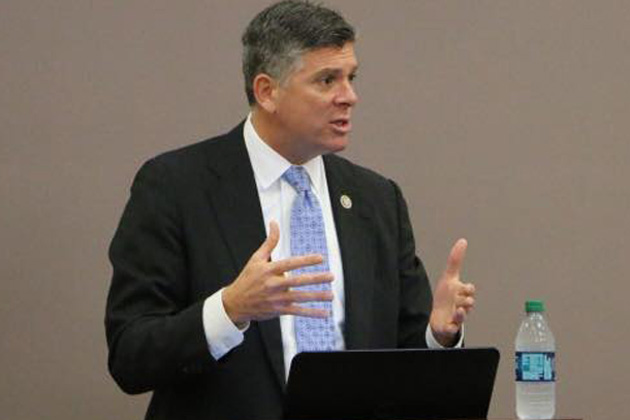 LaHood leads effort for US to bid for 2026 World Cup