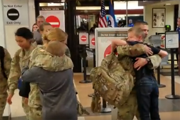 10 Illinois soldiers return from Kuwait deployment