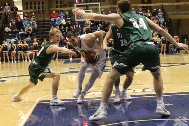 Illinois Wesleyan falls in wire-to-wire action against Augustana