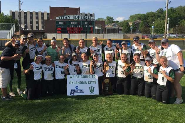 Illinois Wesleyan softball earns 3rd straight College World Series trip