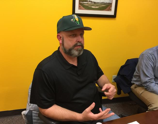 Former MLB pitcher to coach CornBelters