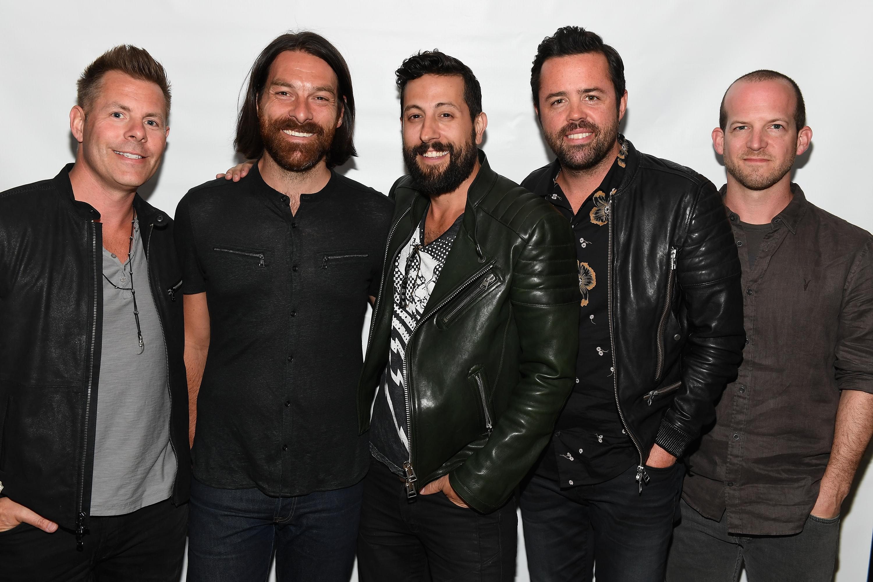 Foo Fighters' Dave Grohl Lends Old Dominion's Matt Ramsey His Rock Throne [PHOTO]