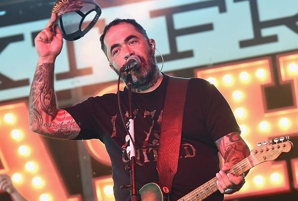 Aaron Lewis Loses It Live—Yells At Crowd And Storms Off Of Stage