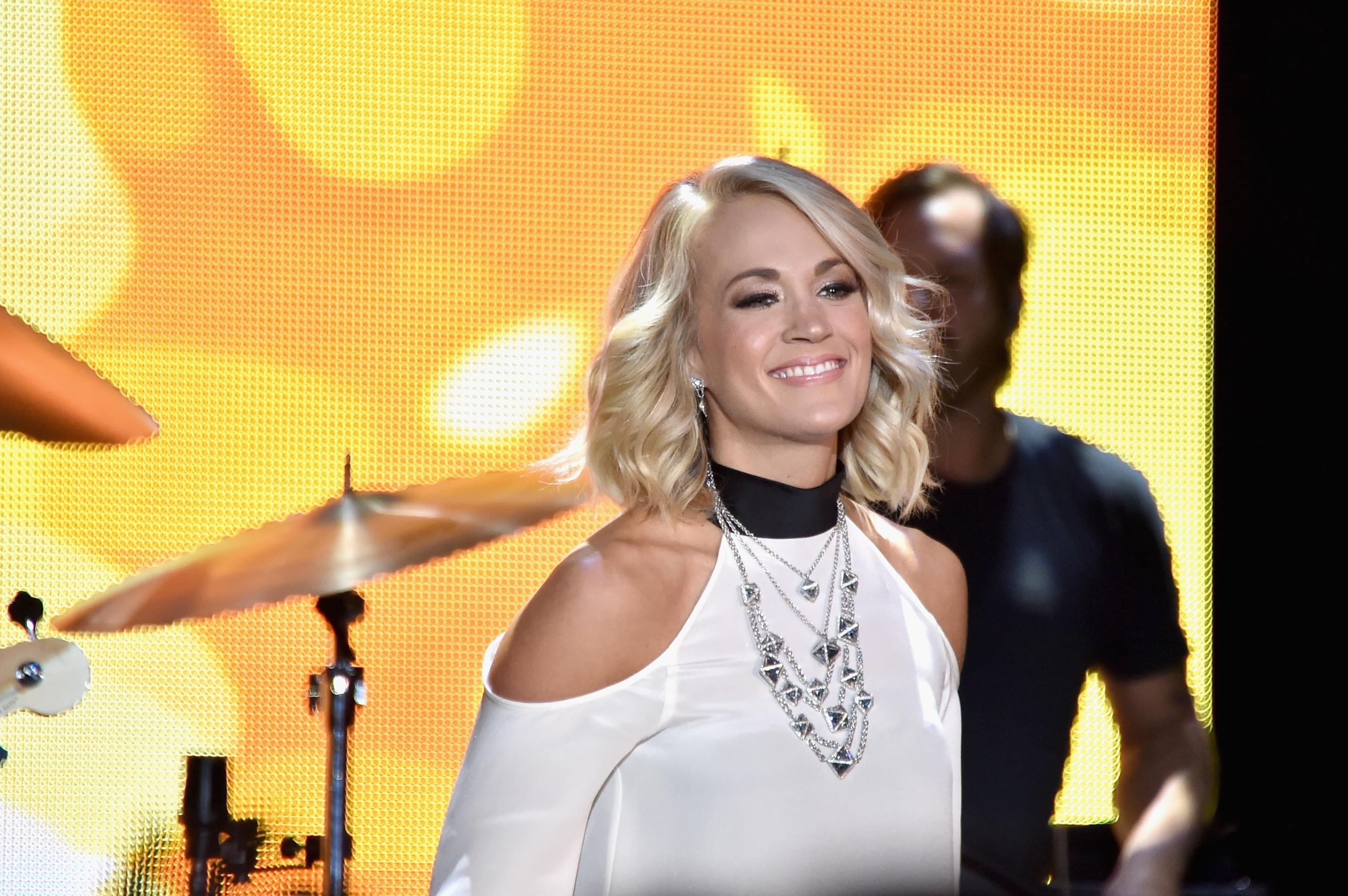 Carrie Underwood Calls ACM Award Winners For Best New Male And Female Vocalist [WATCH]