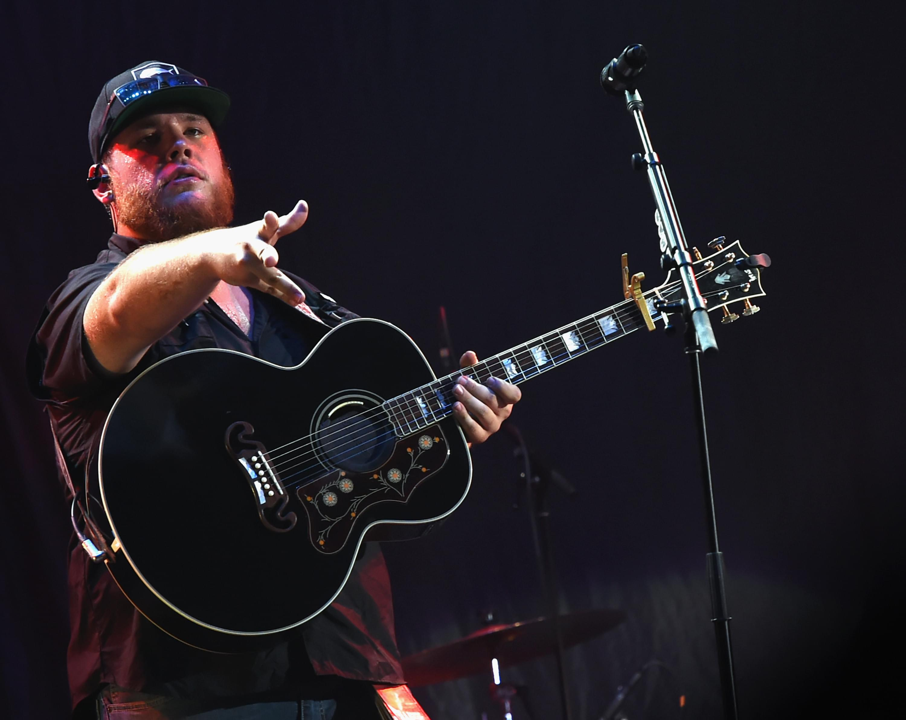 Luke Combs 'Pretty Woman' Moment [VIDEO]