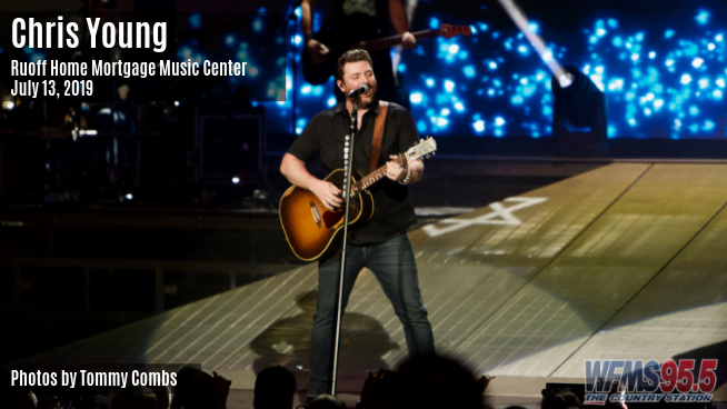 Chris Young at Ruoff Music Center on July 13, 2019