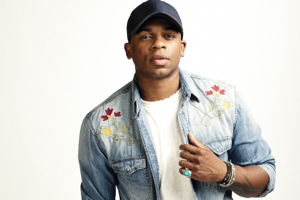 Jimmie Allen Proposes To His Girlfriend At Disney World [PHOTO]