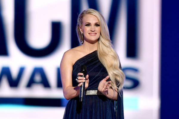 Carrie Underwood Performs With Her Childhood Hero At The Opry [PHOTO]