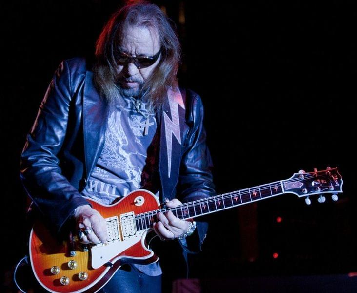 732px-Ace_Frehley-10