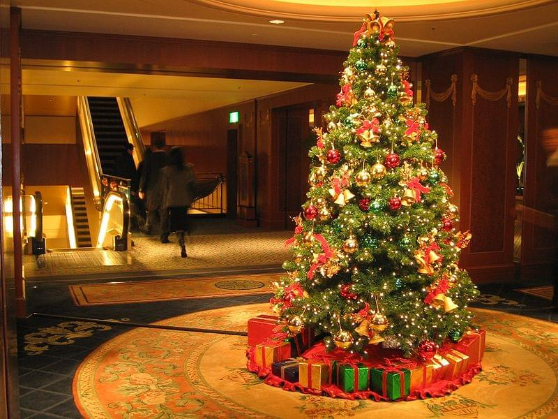 800px-Christmas_Tree_at_the_Westin_Tokyo