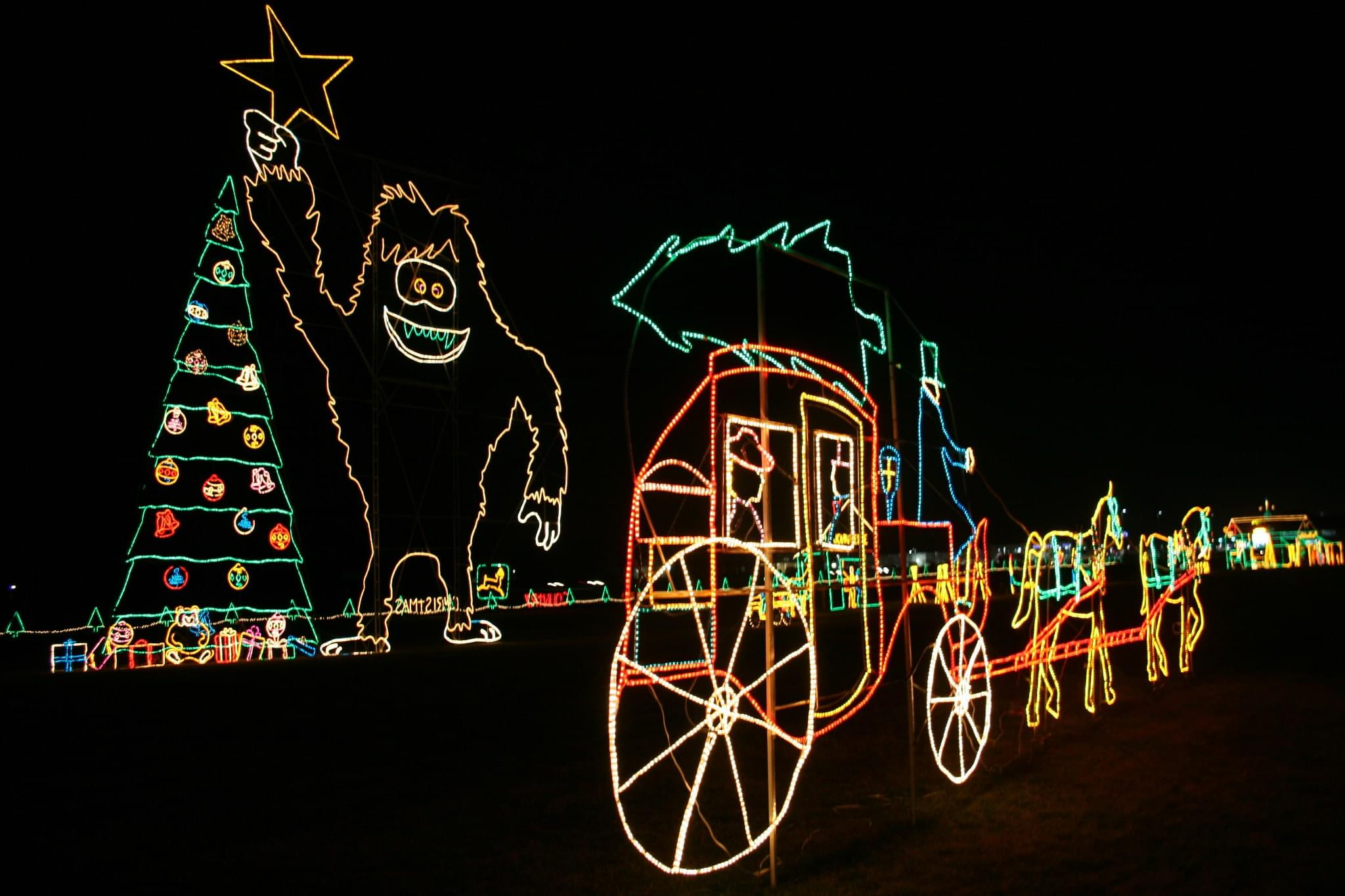 4 Christmas Light Displays In Central Indiana You've Gotta See!