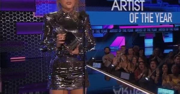 Taylor Swift Gets Political at 2018 AMAs