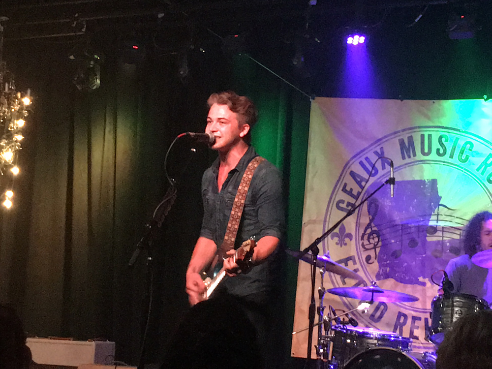 "Watch Hunter Hayes Sing New ""Yesterday's Song"" at Nashville Benefit for Louisiana Flood Victims"
