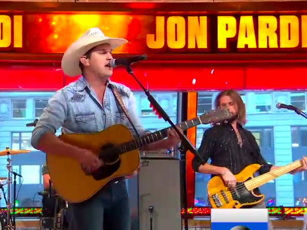"""Jon Pardi Got """"Cleaned Up"""" but Only """"So Fancy"""" for Performance of """"Dirt on My Boots"""""""
