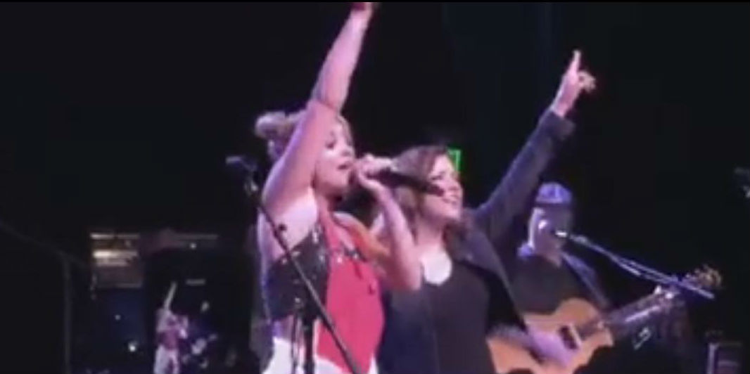 """Lauren Alaina And Martina McBride Sing """"This One's For The Girls"""" [VIDEO]"""