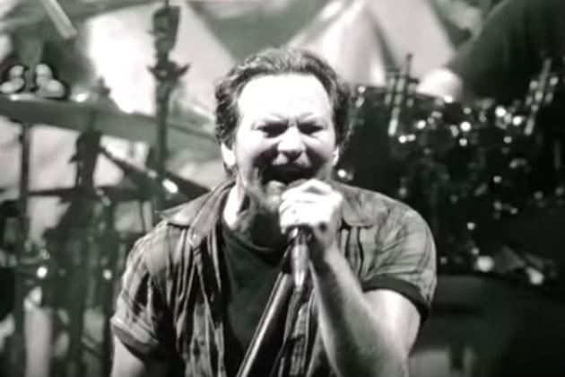 Pearl Jam Pays Tribute to Chris Cornell at Second Seattle Show [VIDEO]
