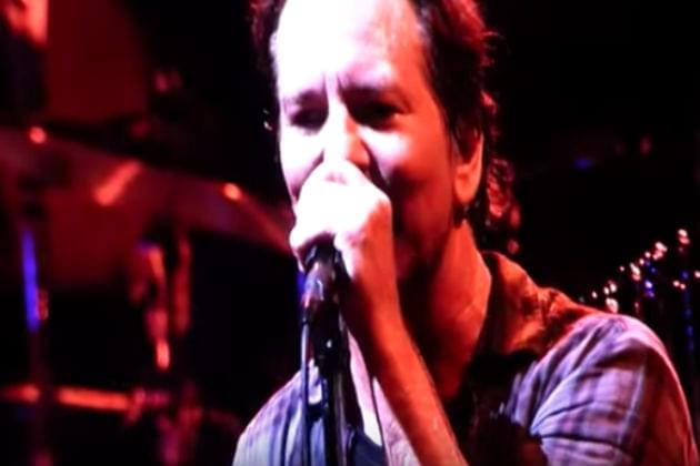 Watch Pearl Jam Cover David Bowie's 'Rebel, Rebel' in Chicago [VIDEO]