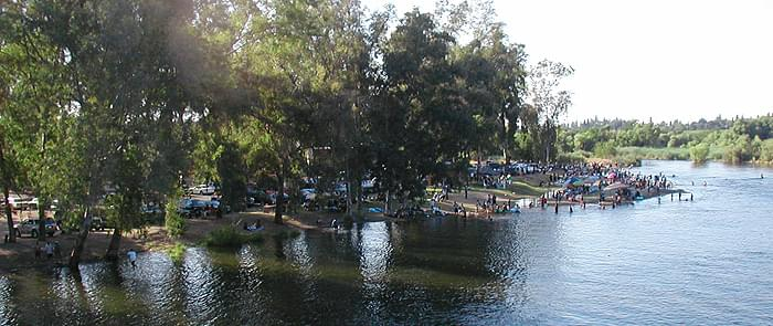 A Woman Nearly Drowns In Kings River – Beachgoers, Reedley Police Officers Save Her