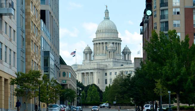 RI lawmakers back bill to get their photos on state websites