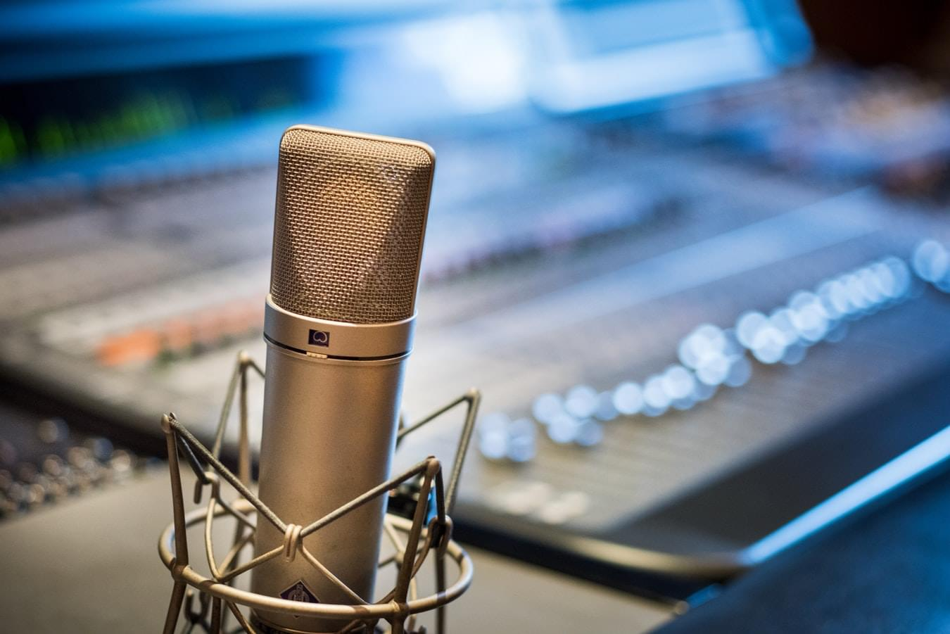 Attention Local Influencers: 790 WPRV Now Accepting Applications for New Shows