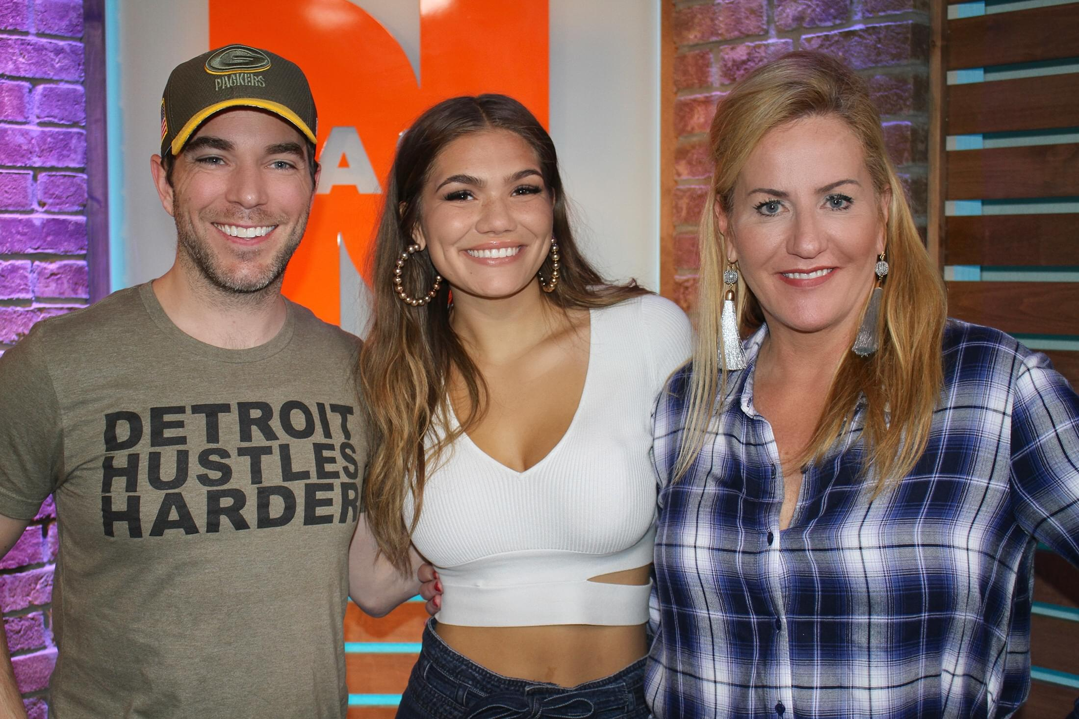 """Abby Anderson Talks Touring with Brett Eldredge, New EP """"I'm Good,"""" Fun on Social Media & MORE"""